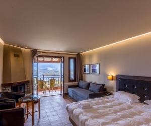 Κλασικό Τετράκλινο Δωμάτιο με θέα στη Λίμνη και Τζάκι