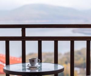 Προεδρική σουίτα με θέα στη λίμνη και τζάκι