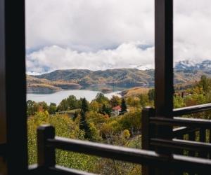Κλασικό Τρίκλινο Δωμάτιο με θέα στη Λίμνη και Τζάκι